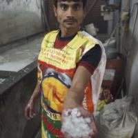 L'homme aux débris (Inde)