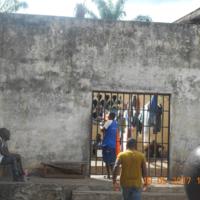 L'entrée du quartier des mineurs de la prison de Mfou (Cameroun)
