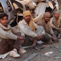 A la scierie de parechocs (Inde)