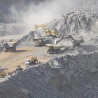 Extraction mécanisée du minerai à la mine d'Akjoujt